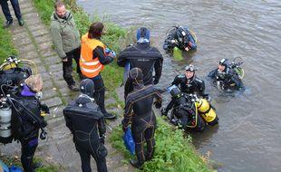 Des plongeurs ont permis de nettoyer les fonds du canal de l'Ill sur un kilomètre à Strasbourg.