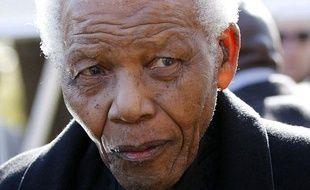 L'ancien président Nelson Mandela, arrive aux obsèques de son arrière-petite-fille, Zenani Mandela, à Sandton, au nord de Johannesburg, le 17 juin 2010.