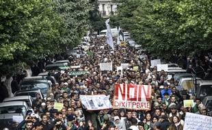 Des manifestants anti-gouvernement à Alger, en Algérie, le 3 décembre 2019.
