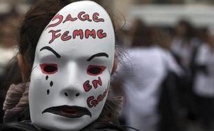 Une sage-femme participe à une manifestation le 19 février 2014 à Paris