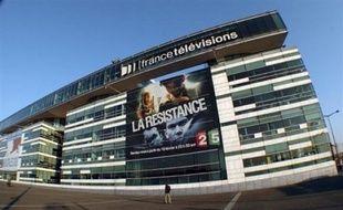 """Moins de publicité sur les chaînes publiques, plus sur les chaînes privées, des """"soirées télé"""" qui commencent plus tôt: 2009 devrait être l'année du grand changement pour les télespectateurs, sur fond de basculement vers le numérique."""