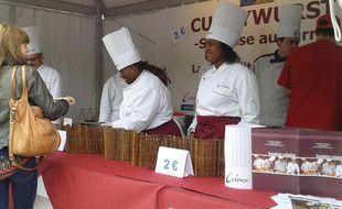 Le stand de Currywurst sur le parvis de l'Hôtel de ville à Paris.