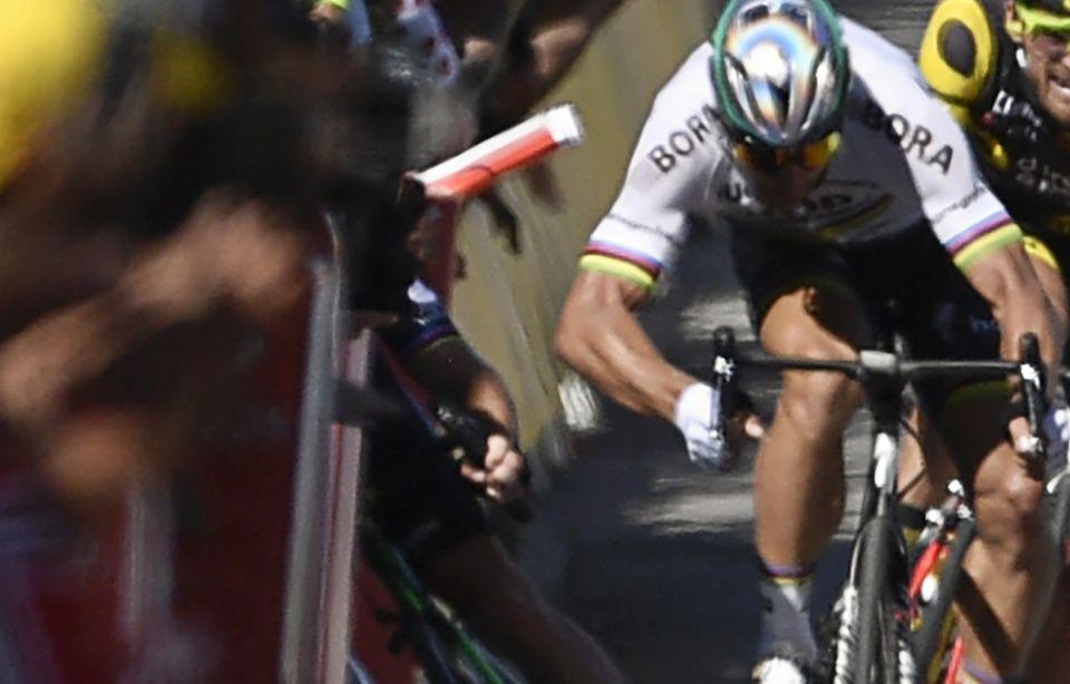 2017 Tour de France 960x614_issue-4e-etape-tour-2017-slovaque-peter-sagan-exclu-avoir-provoque-chute-sprint-plusieurs-coureurs-dont-mark-cavendish