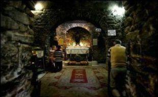 """La """"maison de Marie"""" que Benoît XVI visitera mercredi lors de son voyage en Turquie est l'un des plus importants lieux de pèlerinage catholique du pays, même si son authenticité reste sujette à caution."""