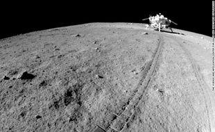 Une photo de la surface de la Lune, prise par un robot chinois en 2013.