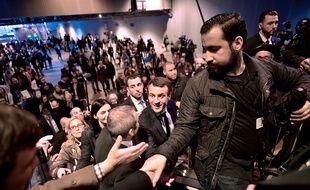 Alexandre Benalla (à droite) assure ici la sécurité du président, au Salon de l'agriculture.