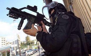 """Une """"cellule"""" islamiste radicale a été démantelée samedi et l'un de ses membres, un Français de 33 ans, a été tué à Strasbourg après avoir ouvert le feu sur des policiers venus l'interpeller, le soupçonnant d'une attaque contre un commerce juif en septembre."""