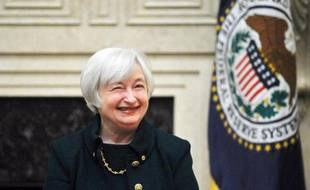 Janet Yellen a été officiellement intronisée présidente de la Réserve fédérale américaine (Fed) lundi pour un mandat de quatre ans, a annoncé la Fed dans un communiqué.