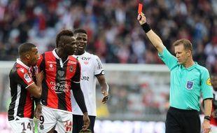 Mario Balotelli reçoit un jaune face à Dijon