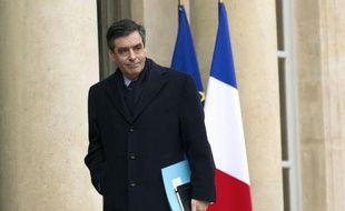 """L'UMP doit dire qu'elle est """"le parti de l'ordre"""" aux électeurs tentés par Marine Le Pen et que """"l'Europe a besoin du leadership français"""" à ceux tentés par François Bayrou, a déclaré mardi François Fillon aux députés du parti majoritaire, selon des sources concordantes."""
