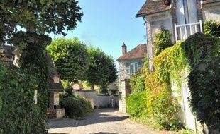 Détentrice du label Village de caractère, la commune est connue pour avoir accueilli de nombreux artistes-peintres.