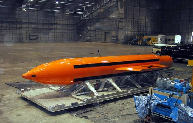 Une bombe GBU-43, surnommée