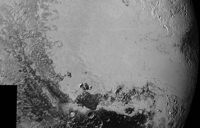La plaine «Sputnik Planum», tache lisse et lumineuse à la surface de Pluton.