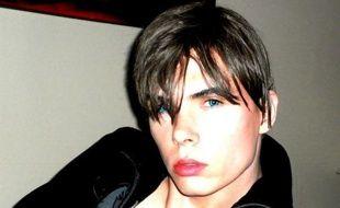 """La police française effectue des """"recherches ciblées"""" pour retrouver la trace de Luka Rocco Magnotta, ce Canadien de 29 ans soupçonné d'avoir tué avec un pic à glace et dépecé un étudiant chinois à Montréal, a-t-on appris samedi de source policière."""