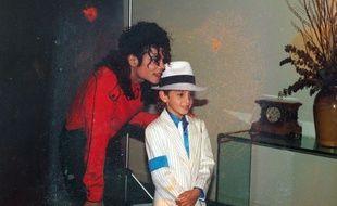 Michael Jackson et l'un de ses accusateurs, Wade Robson, alors âgé de 7 ans.
