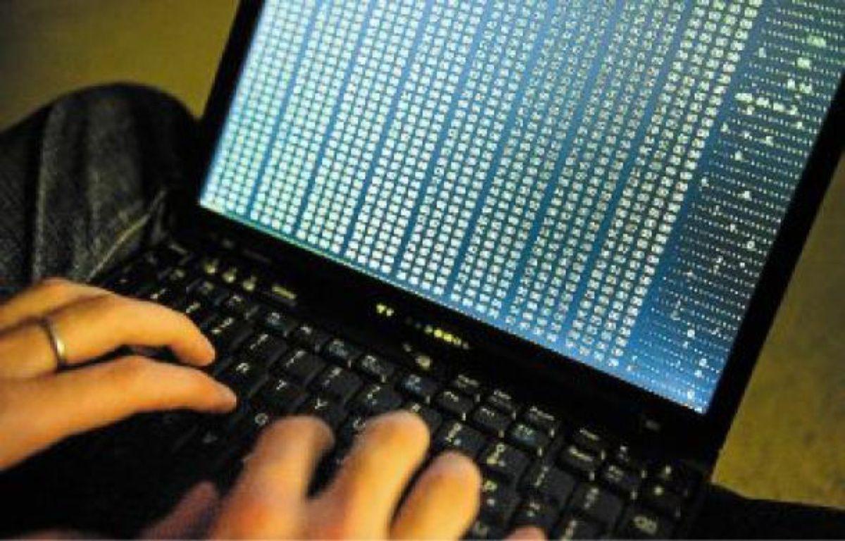 Le quotidien d'un hacker, spécialiste de la sécurité informatique, c'est coder pendant des heures. –  A. GELEBART / 20 MINUTES