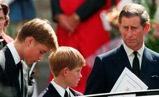 Le prince Charles et ses fils William et Harry à l'enterrement de la princesse Diana, le 6 septembre 1997.