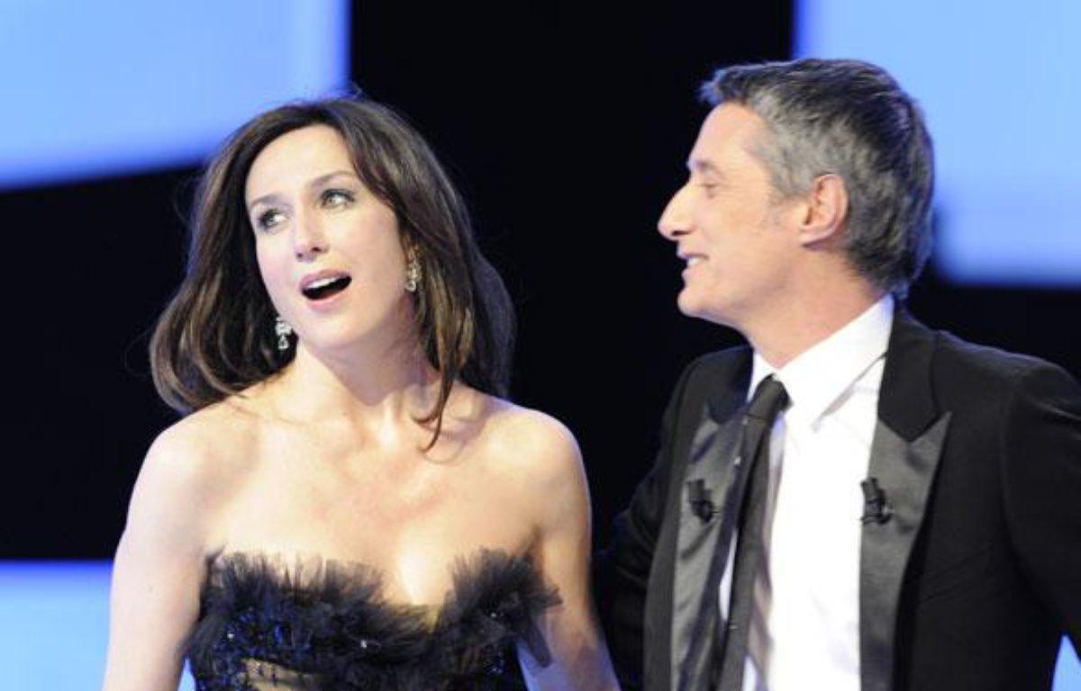 Elsa Zylberstein et Antoine de Caunes à la cérémonie des Césars le 27 février 2009. – AFP