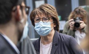 La maire de Lille, Martine Aubry, votant à Lille, le 28 juin 2020 pour le second tour des élections municipales.