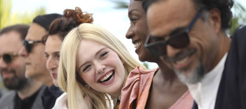 Le jury du Mexicain Alejandro Inarritu, avec la très souriante actrice américaine Elle Fanning au centre