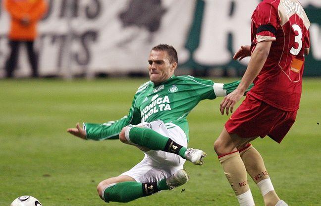 Toute la combativité de Julien Sablé en mode capitaine des Verts, ici lors d'un match face à Lens en avril 2006.