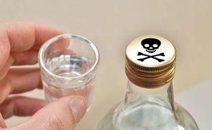 Illustration: Une bouteille d'alcool frelaté.