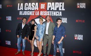 Enrique Arce, Ursula Corbero, Esther Acebo, Luka Peros et Jaime Lorente à la première de «La Casa De Papel» 3 à la Monnaie de Paris le 15 juillet 2019.