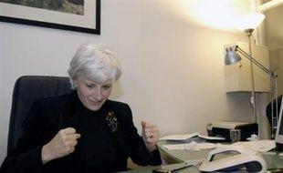 La candidate UMP à la mairie de Paris Françoise de Panafieu conserve le XVIIème (52,7%), par un score serré contre la socialiste Annick Lepetit (47,3%). La ministre de la Justice Rachida Dati l'emporte comme prévu dans le VIIème (57,7%).