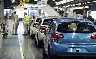 L'usine PSA Peugeot-Citroën d'Aulnay-sous-Bois va livrer vendredi matin sa dernière voiture avant une fermeture définitive du site en 2014, un scénario qui, promet la direction, ne devrait pas se répéter en France avant trois ans grâce au plan de compétitivité signé jeudi.