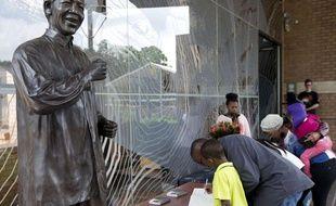 La Fondation Mandela, ouverte au public 24 heures sur 24 jusqu'à lundi, le 7 décembre 2013.