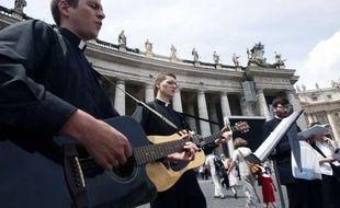 Séminaristes devant Saint6pierre de Rome en mai 2010
