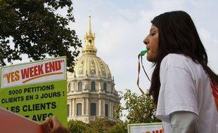 Manifestation d'un collectif favorable au travail du dimanche, le 2 octobre 2013 à Paris.
