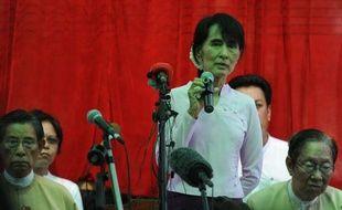 L'opposante birmane Aung San Suu Kyi a indiqué vendredi ne pas avoir pour projet de rejoindre le gouvernement d'anciens militaires qui est actuellement au pouvoir en Birmanie, répondant à des rumeurs qui circulaient en ce sens à Rangoun.