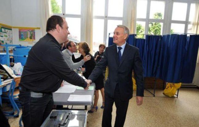 Le Premier ministre Jean-Marc Ayrault et cinq de ses ministres - Laurent Fabius, Victorin Lurel, Delphine Batho, Bernard Cazeneuve et Frédéric Cuvillier - ont été élus dès le premier tour aux législatives, selon des résultats provisoires.