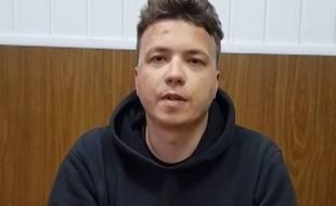 Le père du journaliste d'opposition bélarusse arrêté Roman Protassevitch a déclaré mardi qu'il était clair que son fils avait été soumis à des violences physiques, suite à la vidéo diffusée par le régime de Minsk.