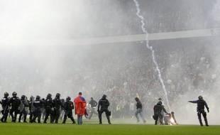 La police suisse comptabilisait à la fin octobre 1198 supporters de football ou de hockey sur glace ayant eu un comportement violent, a annoncé mercredi l'Office fédéral de la police, alors que la violence dans les stades devient un sujet préoccupation dans la Confédération.