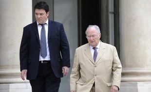 Le président du Crif Roger Cukierman (d) et le vice-président de l'organisation Gil Taieb sortent du Palais de l'Elysée, aprés avoir été reçus par François Hollande, le 15 juillet 2014