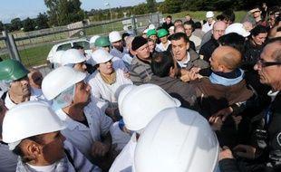 Des salariés des deux abattoirs du groupe Gad, dont un doit être fermé, en sont venus aux mains mardi lorsque des ouvriers du site sacrifié ont tenté de bloquer l'entrée de l'usine de Josselin, dans le Morbihan.