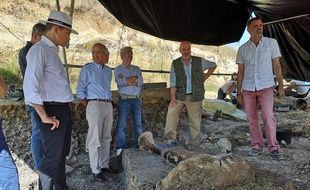 Lors de la présentation du fémur de dinosaure découvert sur le site Angeac-Charente,  le 22 juillet 2019.
