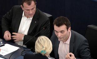 Louis Aliot, Florian Philippot et, de dos, Marine Le Pen, au Parlement européen, en décembre 2015.