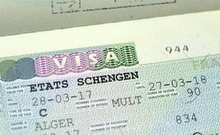 Un visa est obligatoire pour rentrer dans l'espace Schengen pour les voyageurs non-ressortissants.