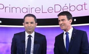 Benoît Hamon et Manuel Valls lors du dernier débat de la primaire à gauche, mercredi 25 janvier.