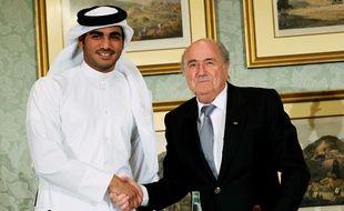 Le président de la Fifa Sepp Blatter avec le cheik qatarien Hamad al-Thani, le 9 novembre 2013.