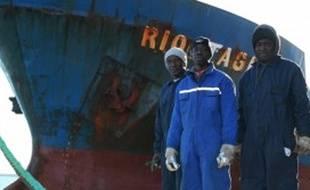 Quelques marins du Rio Targus devant le bateau