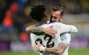 Montbéliard, le 20 avril 2016. - Les attaquants marseillais Michy Batshuayi et Steven Fletcher se congratulent après le succès de l'OM à Sochaux en demi-finale de Coupe de France (0-1). La finale se dispute le 21 mai contre le PSG.