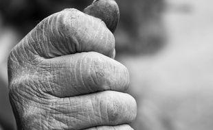 Le photographe Alain Dornier s'intéresse aux agriculteurs et à leurs mains.