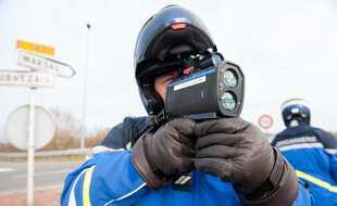 La gendarmerie a interpellé un ado au volant d'une Mercedes lors d'une opération de contrôles routiers.