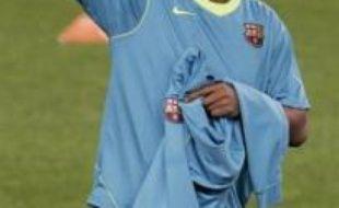L'attaquant brésilien du FC Barcelone, Ronaldinho, s'est mis d'accord avec l'AC Milan sur les conditions de son arrivée en Italie cet été, annonce samedi le frère et agent du joueur, Roberto de Assis, dans la presse locale.