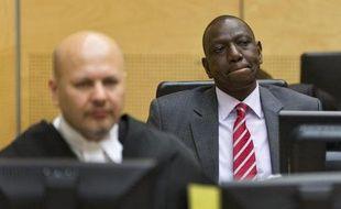 Un sommet extraordinaire de l'Union africaine qui doit examiner une résolution demandant l'ajournement des procédures ouvertes par la Cour pénale internationale contre des dirigeants en exercice, s'est ouvert samedi à Addis Abeba.