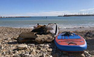 Paddle Cleaner est une association qui nettoie la Méditerranée sur le littoral azuréen de ses déchets en stand up paddle depuis novembre 2015